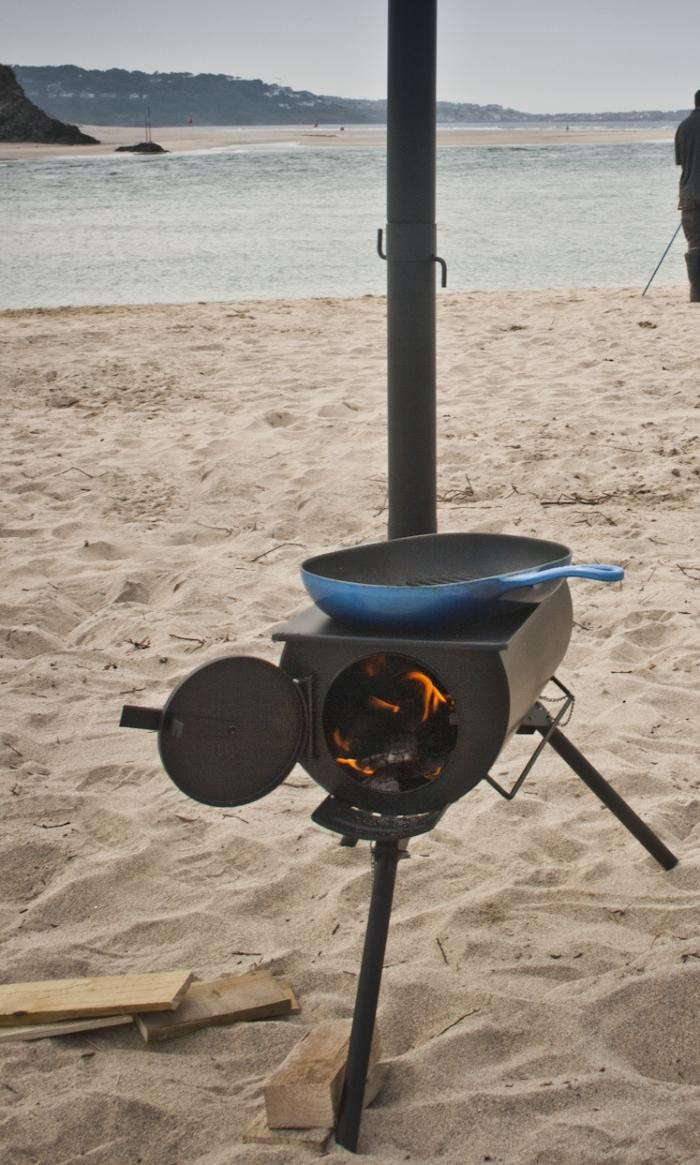 700_frontier-cooking-stove-on-beach