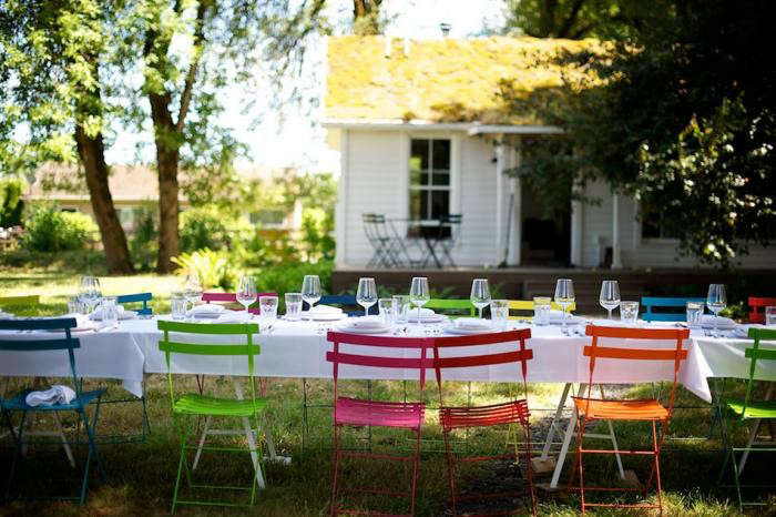 700_jessica-helgerson-colored-chairs