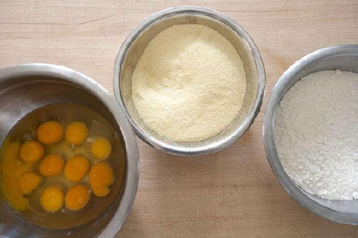 700_pasta-making-egg-semolina