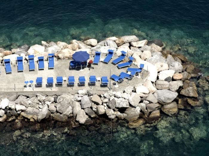 700_ponti-outdoor-lounge-chairs-ocean