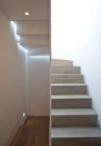 Rundell-Associates-Notting-Hill-mews-house-living-with-art-sculpural-stair-light-installation