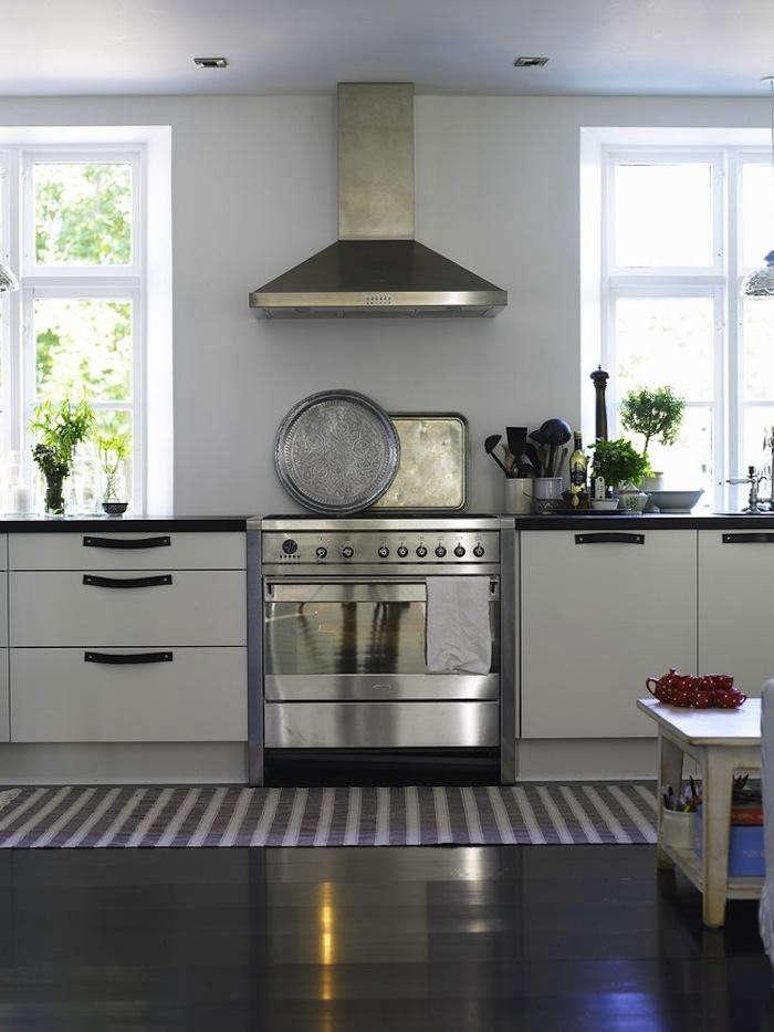 700_tine-k-kitchen-silver