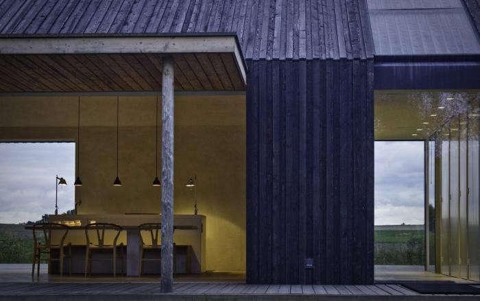 700_urlaubsarchitektur–black-and-bright–teilansicht-c-andrea-glatzke-a002