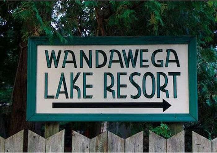 700_wandawega-sign-outside