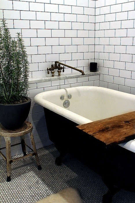 bath-with-wood-bench-1