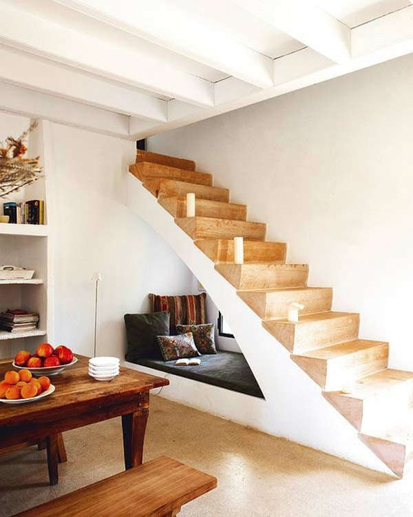 staircase-with-daybed
