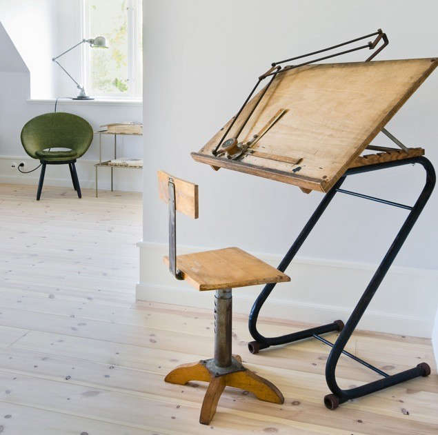 stelor-drafting-table-green-chair