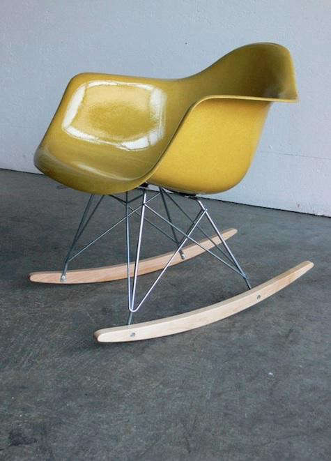 yellow-eames-chair-comod