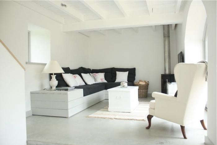 700_calfshed-living-room