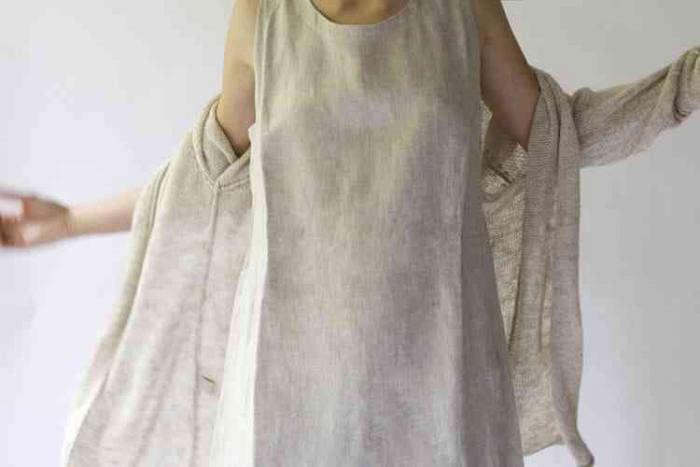 700_cubreme-model-wearing-linens