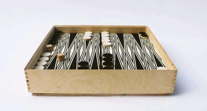 700_fredericks-and-mae-backgammon-set