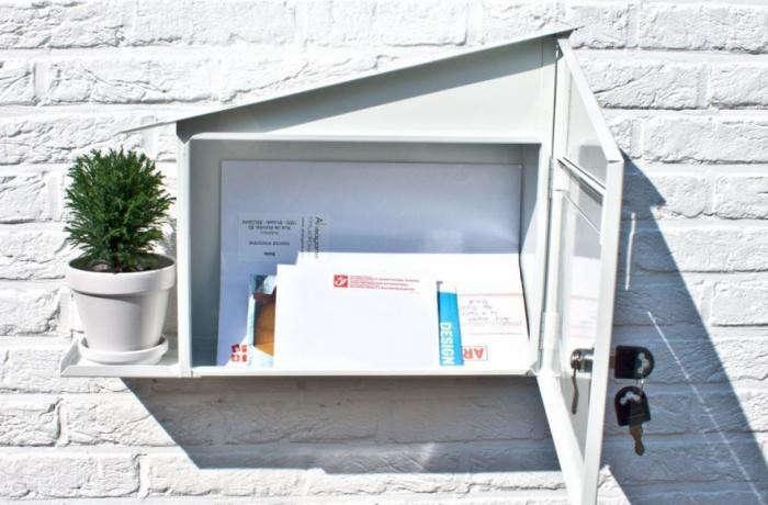 700_green-mailbox-open