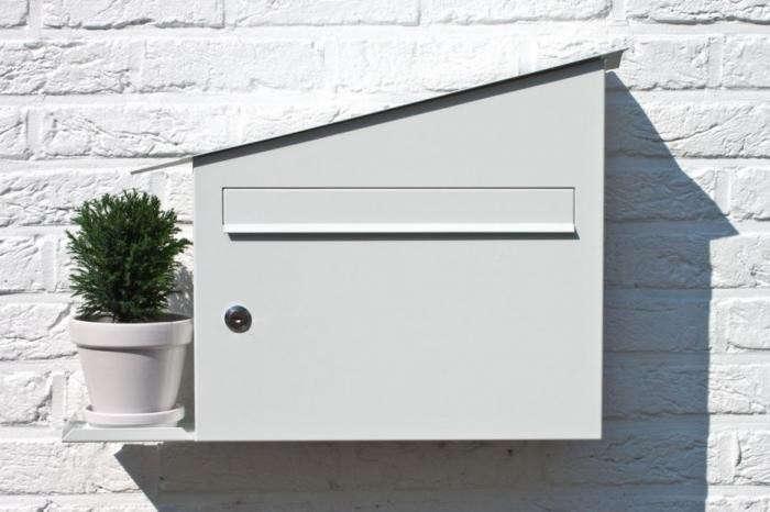 700_green-mailbox-portrait