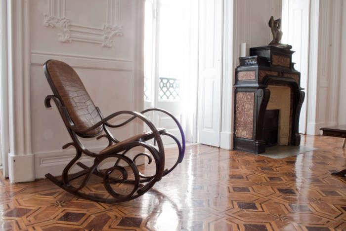 700_indepente-hotel-rocking-chair
