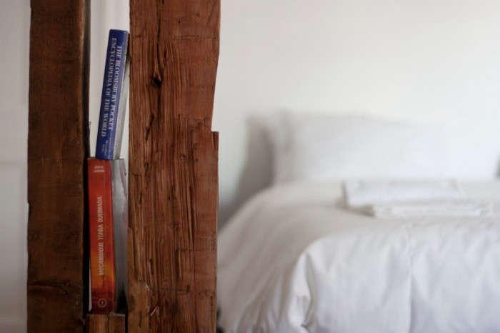 700_indpendte-hotel-book-nook