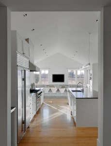 Min|Day-Sonoma-County-farmhouse-kitchen-white-Jacobsen-chairs