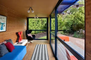 Poteet-Architects-blue-container-guesthouse-with-roof-garden-bamboo-floor-and-wallSan-Antonio-Texas
