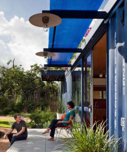 Poteet-Architects-blue-container-guesthouse-with-roof-garden-San-Antonio-Texas