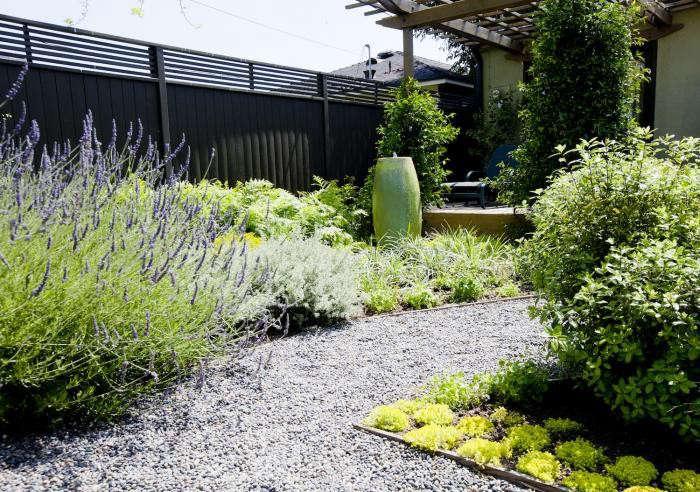 700_succulents-gravel-path
