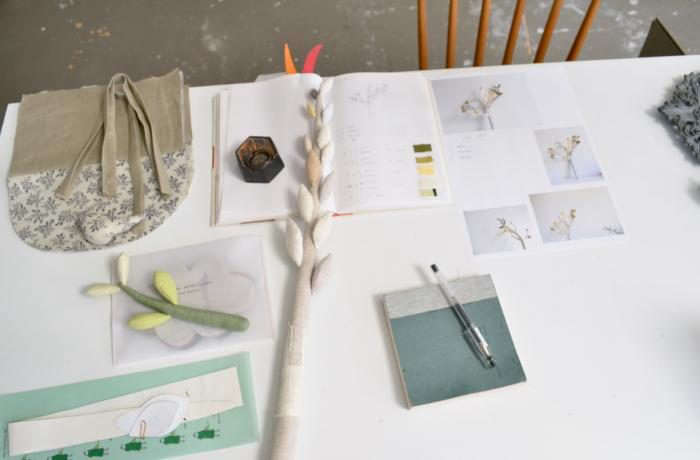 700_work-table-image