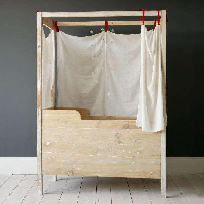 700_xo-canopy-crib