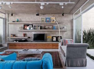 Luiz-Felipe-Andrade-reinforced-concrete-living-room-concrete-shelves-persian-carpet