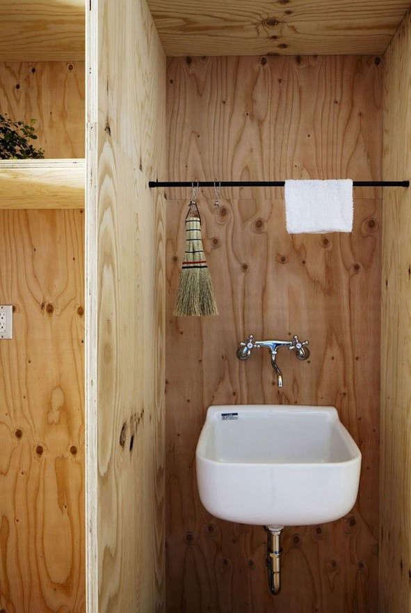 plywood-bathroom