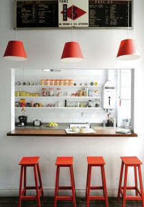 Buenos Aires apartment, red and white color scheme, red bar-stools, red lampshades, Remodelista