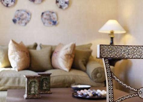 hotel-daniel-ivory-desk