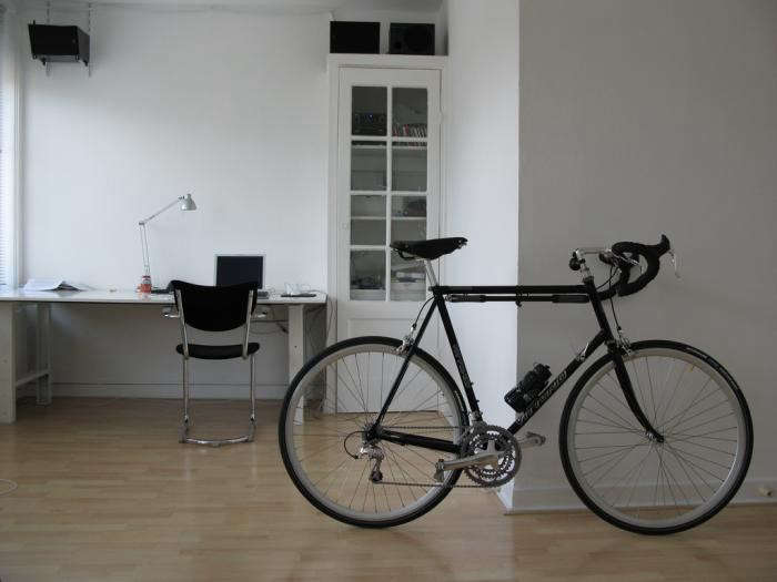 700_black-bike-in-living-room