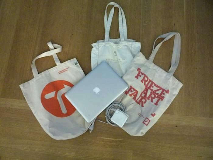 700_f-freize-art-bag