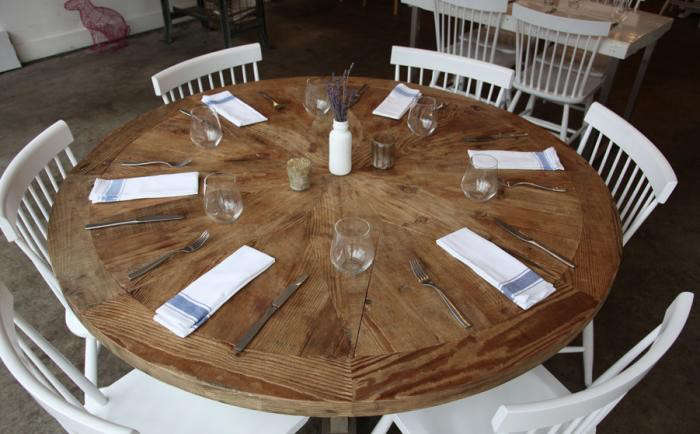 700_louvrier-dining-table-round