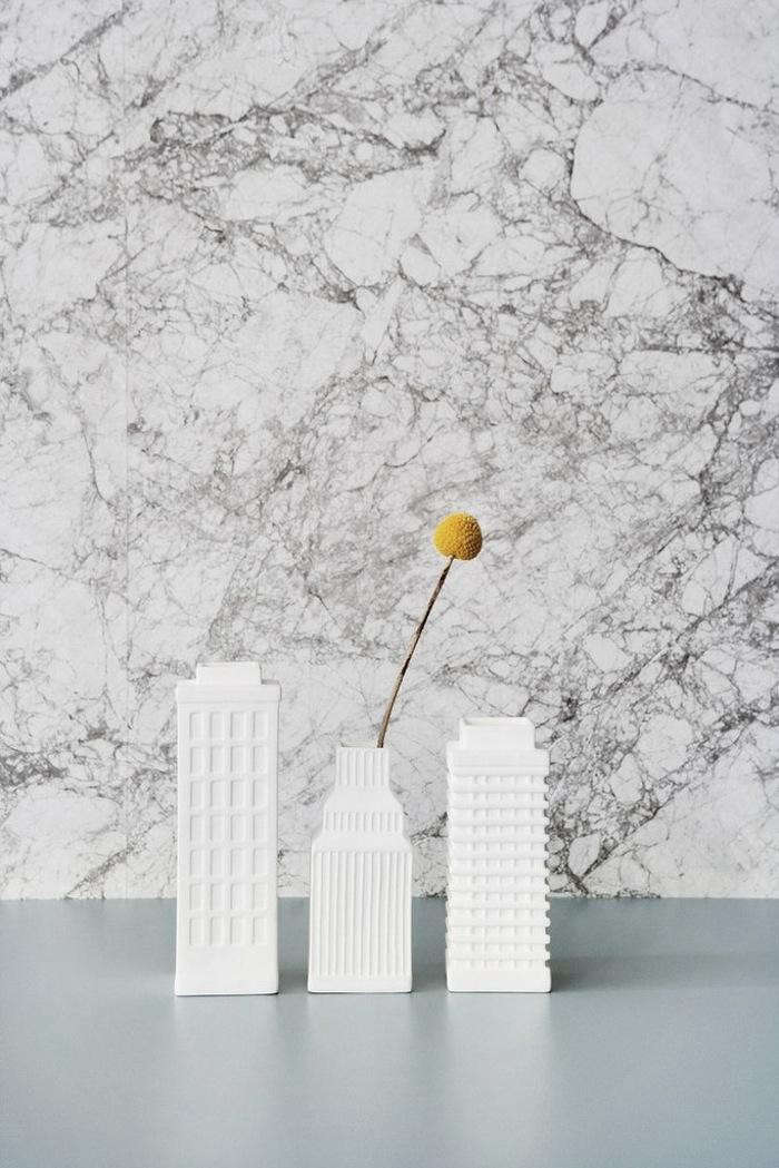 700_marblewallpaperfermliving