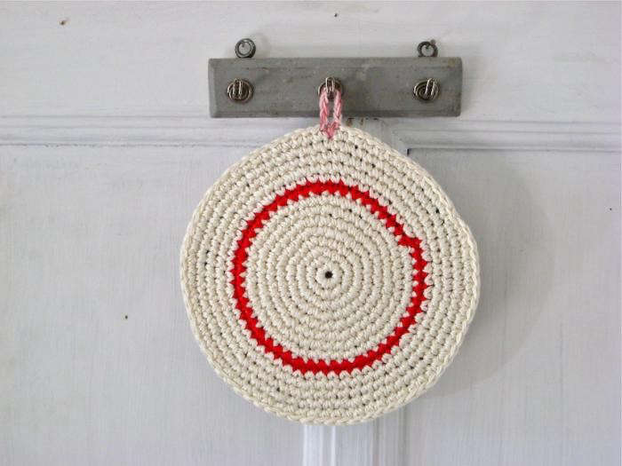 700_renilde-de-peuter—red-stripe-pot-holder