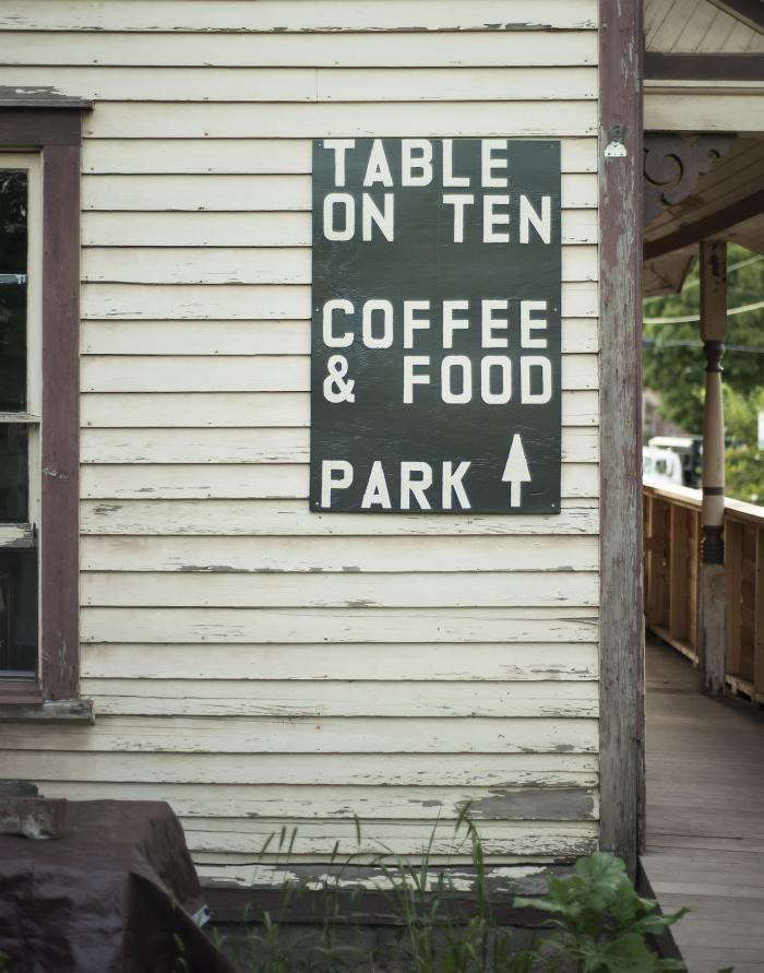 700_table-on-ten-sign-outdoors