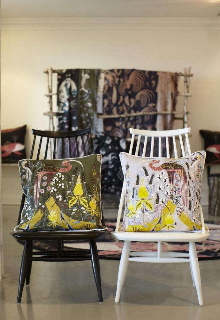 700_tiina-chairs-pillows