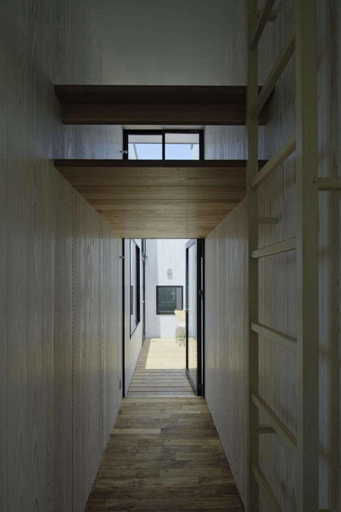 700_tsuduri-no-le-hallway-with-ladder