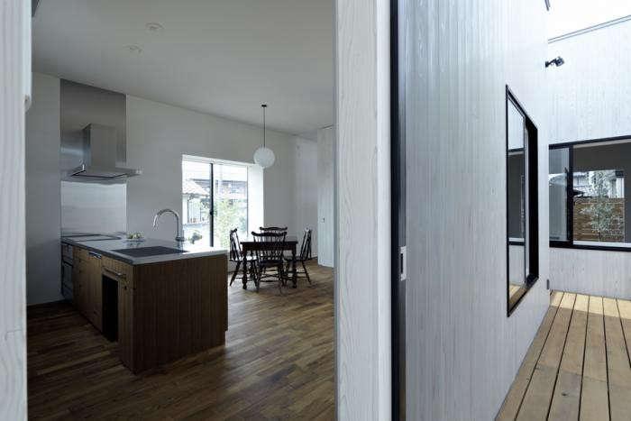 700_tsuduri-no-le-living-room-split-wall