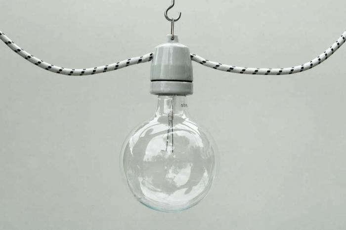 700_zangra-white-pendant-1