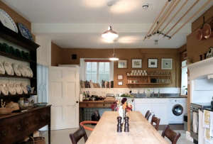 Remodelista-Ben-Pentreath-Dorset-Parsonage-Kitchen-Wesh-chest