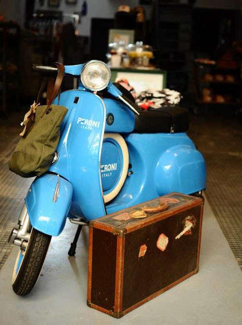 remodelista-hutspot-amsterdam-blue-vespa-jpeg