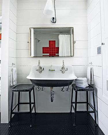cross-loving-bathroom-via-sombre-boite