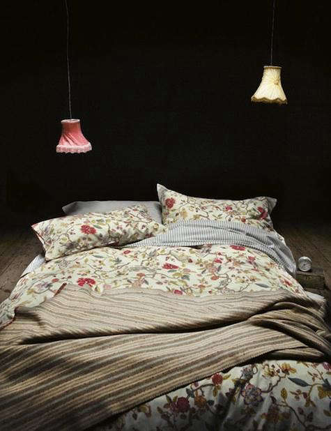 toast-bed-red-lamps