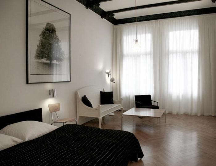 700_700-oberholz-white-chair-seating-area-bedroom