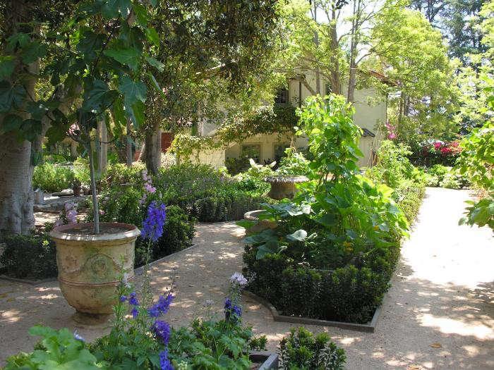 700_art-luna-kitchen-garden-1