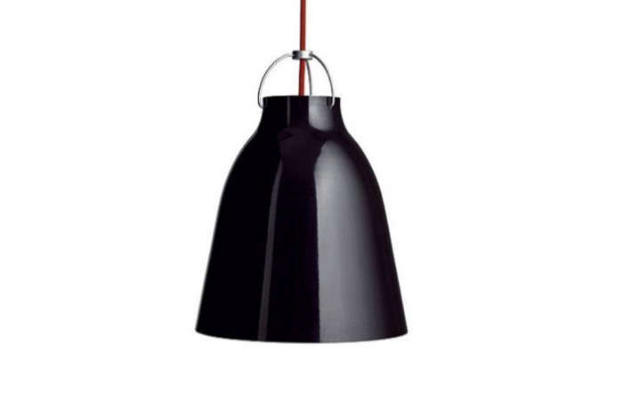 700_carravagio-black-pendant-light-red-string