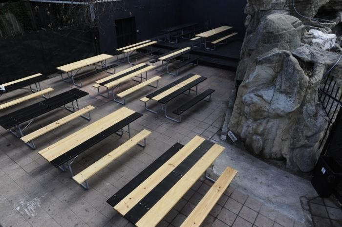 700_easy-tiger-tables-outside
