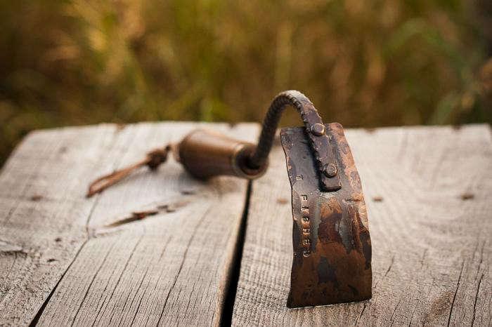 700_fisher-blacksmithing-square-blade-hoe-in-situ