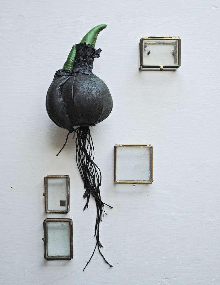 700_remodelista-mr-finch-textile-sculpture-02