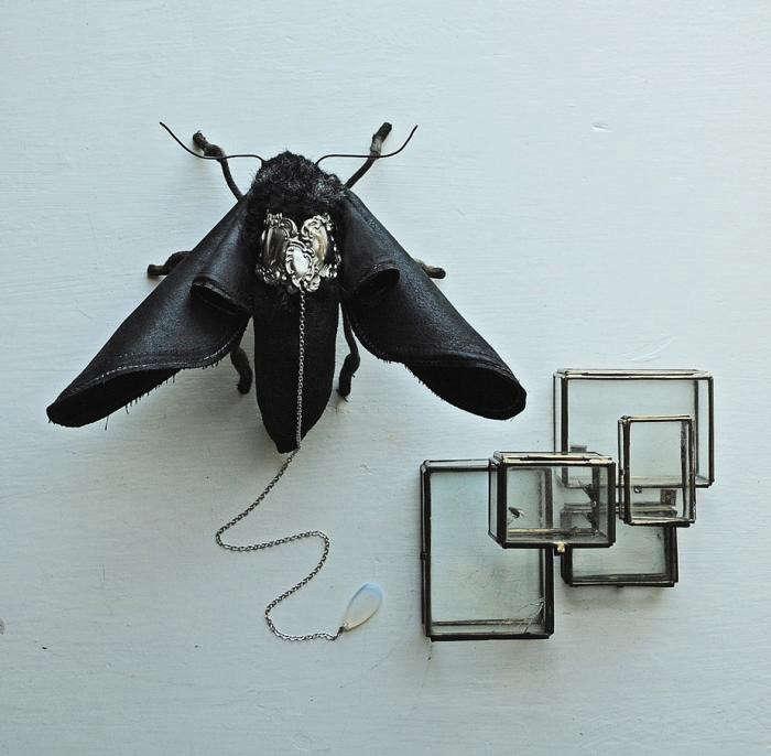 700_remodelista-mr-finch-textile-sculpture-03